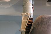 Laufrad, Lenker und Bremsrohrleitung am linken VDM-Luftfederbein der Bf 110 F-2