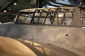 Windschutzaufbau des Cockpits bestehend aus Vorderteil, Seitenfenstern, Kabinendeckel, Mittel- und Rückteil sowie der Schützenklappe - es fehlt jedoch der Antennenmast