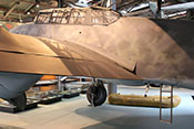 Spaltverkleidung zwischen Rumpf und Flügel sowie die ausgefahrene Einstiegleiter unter dem Deckel im Rumpfteil 8