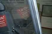 Kopfschutzpanzer und Plexiverglasung der Schiebehaube - Blick über die linke Schulter