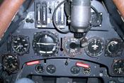 Cockpit der Focke-Wulf Fw 190 A-8 mit Instrumenten