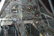 Blick auf die zahlreichen Instrumente im Cockpit der Focke-Wulf Fw 190