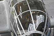 Schwenkbares Steuerhorn des Flugzeugführers unter der Verglasung der Cockpitkanzel