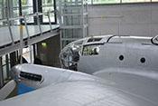 Schiebefenster und Rückblickspiegel des Flugzeugführers auf der Kanzeloberseite