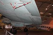 Querruder und Landeklappe der linken Tragfläche von unten fotografiert
