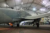 Ansicht der He-111-Lizenz von hinten rechts mit Blick auf den B-Stand (Rumpfrücken) und die Bodenwanne mit dem C-Stand