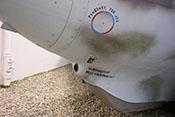 Eingefahrene Landekufe, Schnellkupplung für das Schleppseil und Öffnung für den Pressluft-Außenbordanschluss