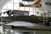 Blick über die linke Tragfläche auf den Kabinenaufbau der Messerschmitt Me 262
