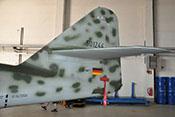 Höhen- und Seitenleitwerk der Me 262 mit aufgebrachter Werknummer 501244 und Kennzeichen D-IMTT
