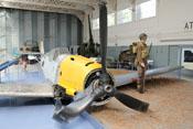 Diorama mit notgelandeter Messerschmitt Bf 109 E und britischem Wachsoldaten
