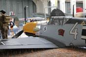 Ansicht von hinten links auf die Messerschmitt Bf 109 E des Imperial War Museums in Duxford