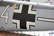 Deckel bzw. Wartungsklappe im Rumpfteil 5 und großes Balkenkreuz auf dem seitlichen Rumpf