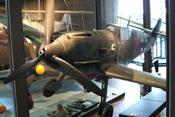 Ansicht der Messerschmitt Bf 109 'Emil' von vorne links