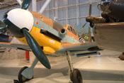 Wappen der 6. Staffel / JG5 und persönliches Mickey-Mouse-Abzeichen von Jagdfliegerass Horst Carganico auf dem Rumpf der Bf 109 F-4