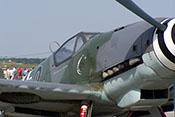 Große Ballung 'Beule' und Lufthutzen auf der oberen sowie Abgasstutzen und Ölkühler in der unteren Triebwerkverkleidung der Bf 109 G-10