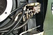 Hydraulikschnellkupplungen auf der linken Seite des Flugzeugtriebwerkes Daimler-Benz DB 605