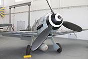 Frontansicht der Messerschmitt Bf 109 G-14 der Air Fighter Academy im Hangar 10