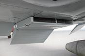 Kühlstoffkühler mit vorderer Einlasslippe und rückseitiger Kühlklappe