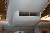Unteres Haubenteil der Triebwerkverkleidung mit dem eingebauten Öl- bzw. Schmierstoffkühler