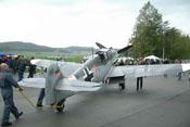 Mit vereinten Kräften wurde die Messerschmitt Bf 109 zum Startplatz gerollt