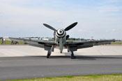 Frontalansicht der Messerschmitt Bf 109 G-4 mit der Spirale auf ihrem Spinner