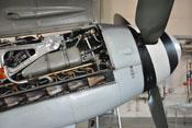 Auspuffstutzen und Kühlmitteltank auf der rechten Seite des Daimler-Benz DB 605
