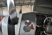 Deckel über dem Einfüllstutzen des fast 36 Liter fassenden Schmieröltanks der Bf 109