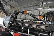 Flugmotor DB 605 mit Hydrauliköltank, Kühlmitteltank und Auspuffstutzen