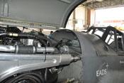 Waffenabdeckung zwischen Motorhaube und Windschutzaufbau