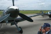Blick auf den Propeller, den Spinner und die linke Tragfläche