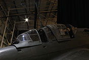 Geöffnete Schiebedächer über dem Flugzeugfüher- und Schützensitz