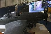 Blick auf das Cockpit und die Triebwerkverkleidung des Sturzkampfbombers