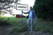 JG4_Bendwick am Ortseingangsschild von Kovářská