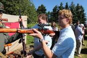 Helofly und Badlego empfangen und prüfen Scharfschützengewehre