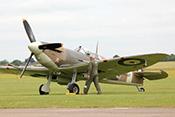 An die Maschine - Supermarine Spitfire Vb der 317. RAF-Squadron (1942)
