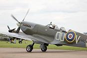 Supermarine Spitfire IX G-LFIX ML407 (1944) rollt zum Start