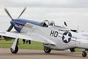 P-51D Mustang 'Miss Helen' G-BIXL (1944) in den Farben der 352nd Fighter Group