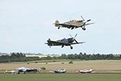 Hispano Buchon (Bf109) und Spitfire nach dem Take-off