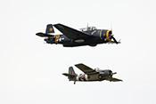 Grumman TBM-3E 'Avenger' und FM-2 'Wildcat' in enger Formation