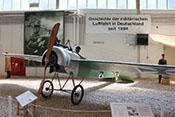 Deutsches Jagdflugzeug Fokker E-III (Kenn-Nr. 603/15) mit einem synchronisierten 7,92-mm-Maschinengewehr 08/15 Spandau
