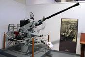 Britische Bofors 40-mm-Flugabwehrkanone