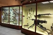 Pistolen, Gewehre und Granaten des Ersten Weltkrieges