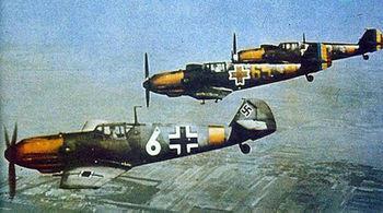 350px-Deutsche_und_rumänische_Bf_109_E_bei_einem_Patrouillienflug_über_den_Erdölfeldern_von_Ploesti_in_Rumänien.jpg